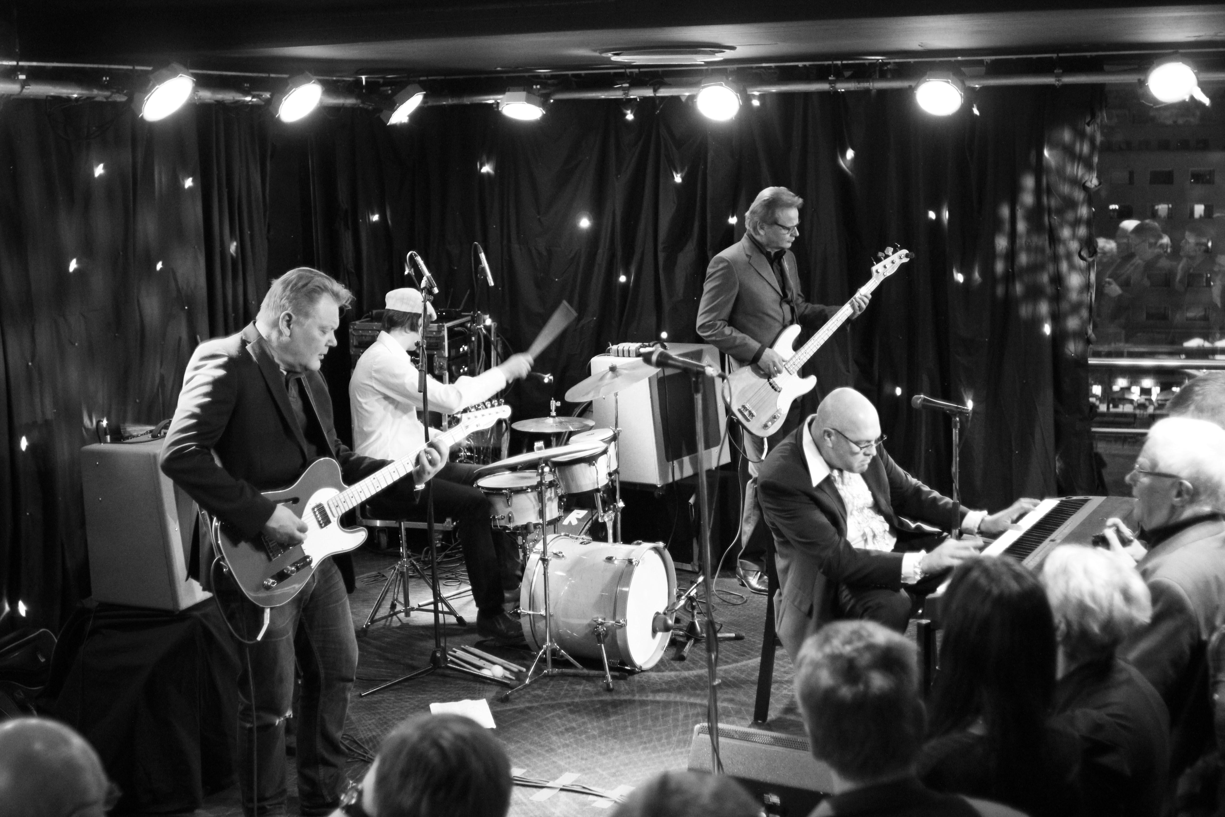 Esa Pulliainen C-Combo - Instrumental Music & Cocktails